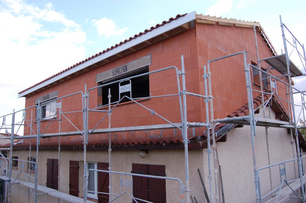 Agrandissement d 39 une maison par le haut 19 me jour for Agrandissement maison 71