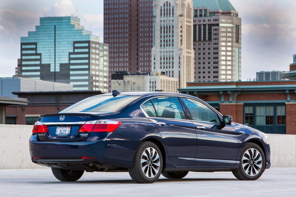 Rear 3/4 view of 2014 Honda Accord Hybrid