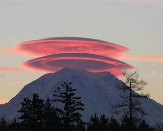 Amazing lenticular clouds', atmosphere, meteorology