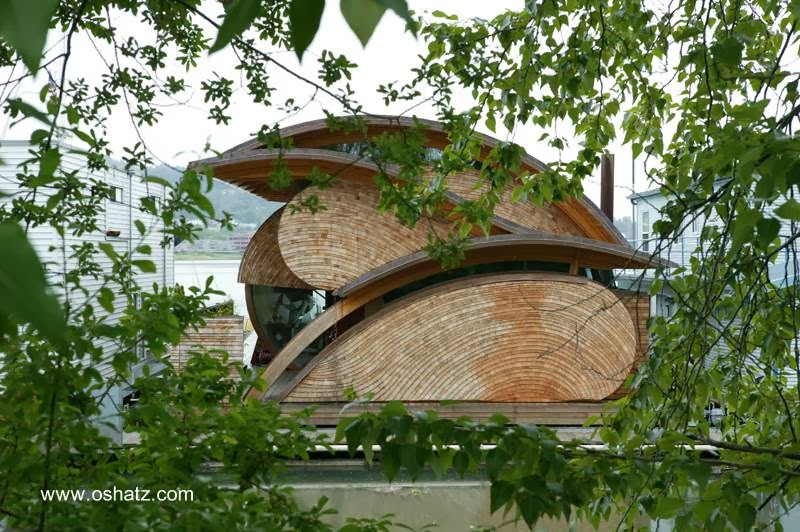 Vista de otra fachada de la casa orgánica de Portland
