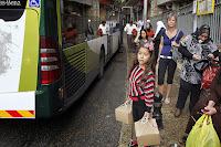 Netanyahu suspende proibição a palestinos em ônibus.
