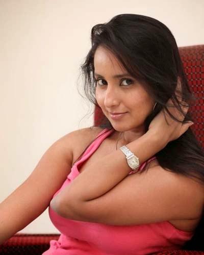 Ishika Singh New Hot Photos and Stills