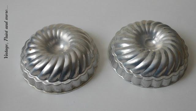 Vintage, Paint and more... vintage jello molds used to diy a Christmas wreath