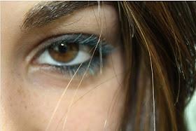 Que hay otro ser, por el que miro el mundo, porque me está queriendo con sus ojos.