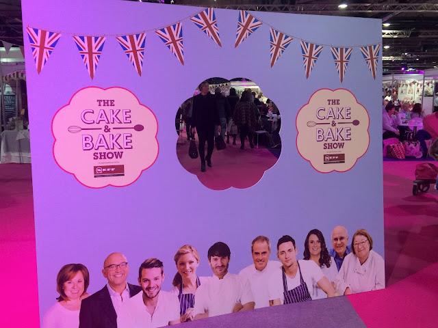 Cake & Bake Show Cutout