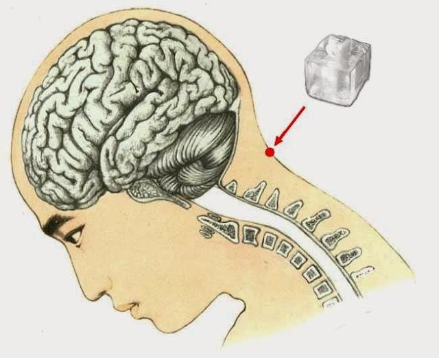 Découvrez les effets d'un glaçon sur ce point de votre cou !
