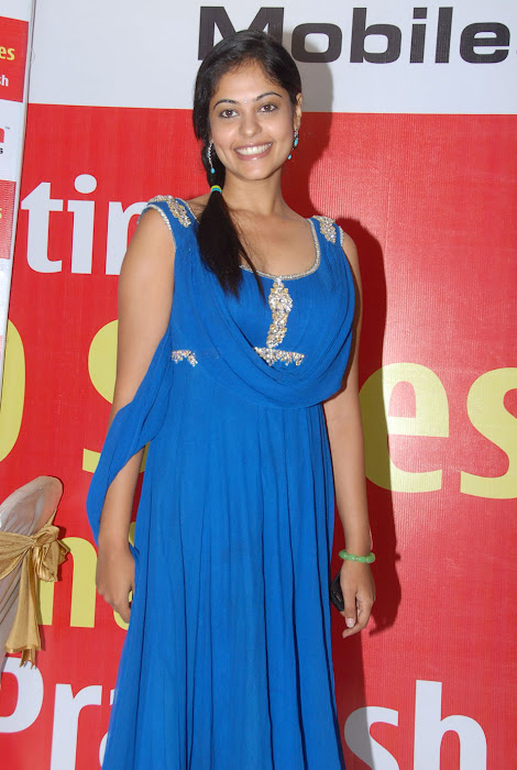 bindhu madhavi at celkon mobile successmeet, bindhu madhavi glamour  images