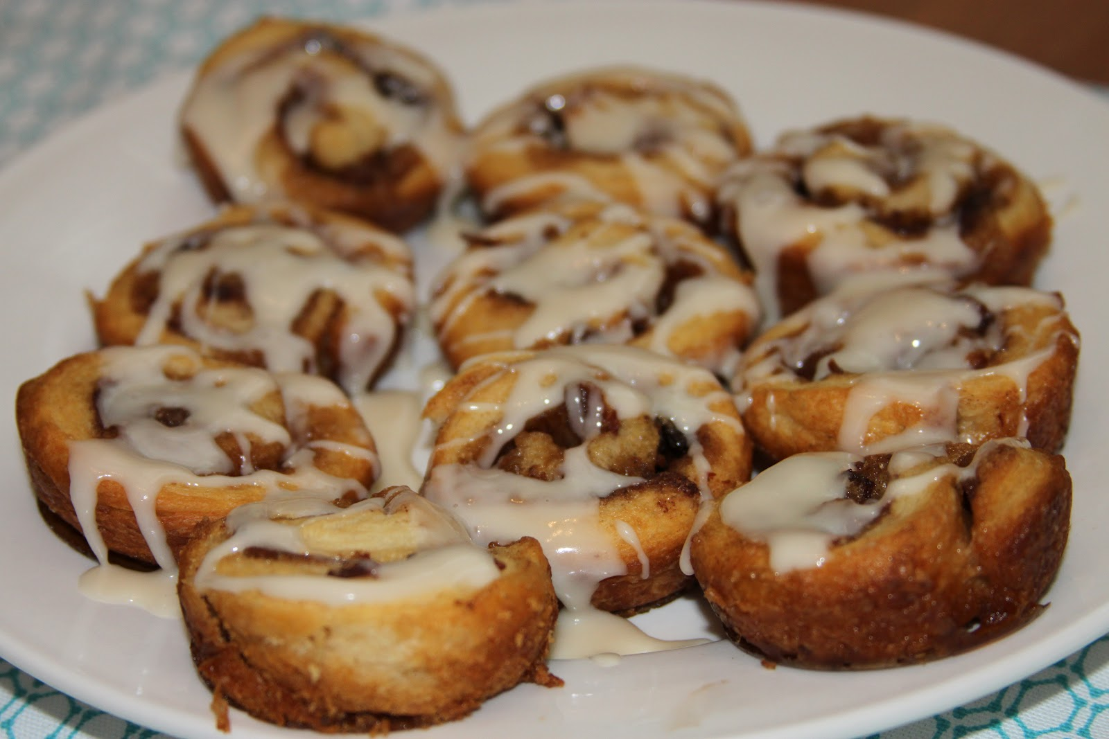 Everyday Foodie: Bacon Cinnamon Rolls with Maple Icing (Easy, No Yeast ...