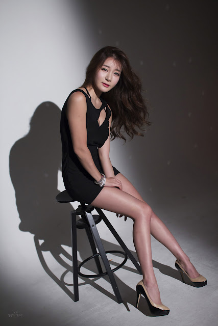 Han Ji Eun - Sexy Black Mini Dress
