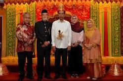 foto Pelaminan aceh Bpk. presiden Jokowi Bersama wali Nanggroe Dan Gubernur NAD
