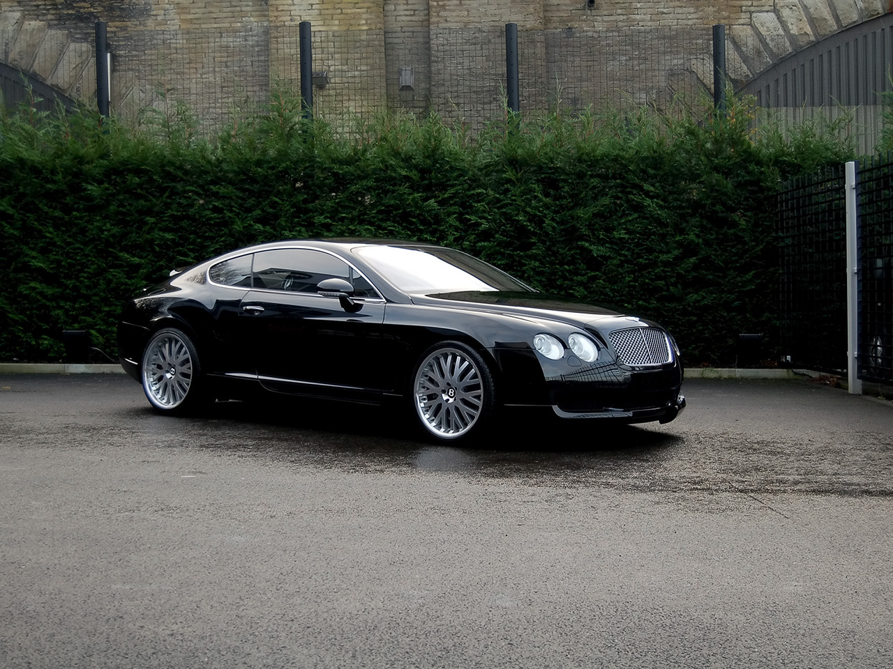 http://4.bp.blogspot.com/-gql-jz7YwNE/TzdRLJjhx6I/AAAAAAAABnY/58ex9TwpIbY/s1600/Bentley+Continental+GT+Wallpapers-4.jpg