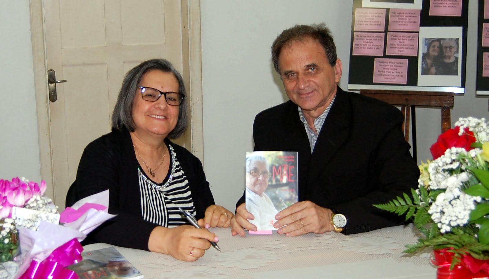 Airton Engster dos Santos com escritora Lovani Lord