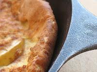 Apfelpfannkuchen (Baked German Apple Pancake)