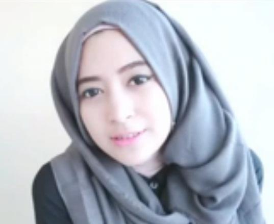 tutorial hijab menggunakan scarf
