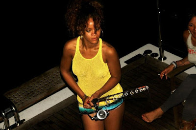 Super Hot Rihanna- Private Photos