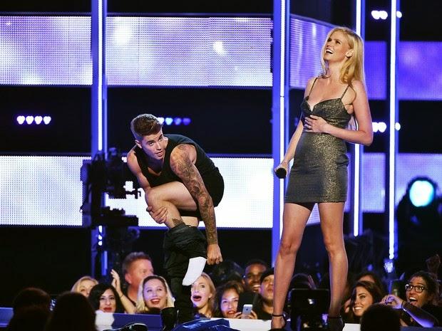 Justin Bieber is only in underwear on Fashion Rocks-
