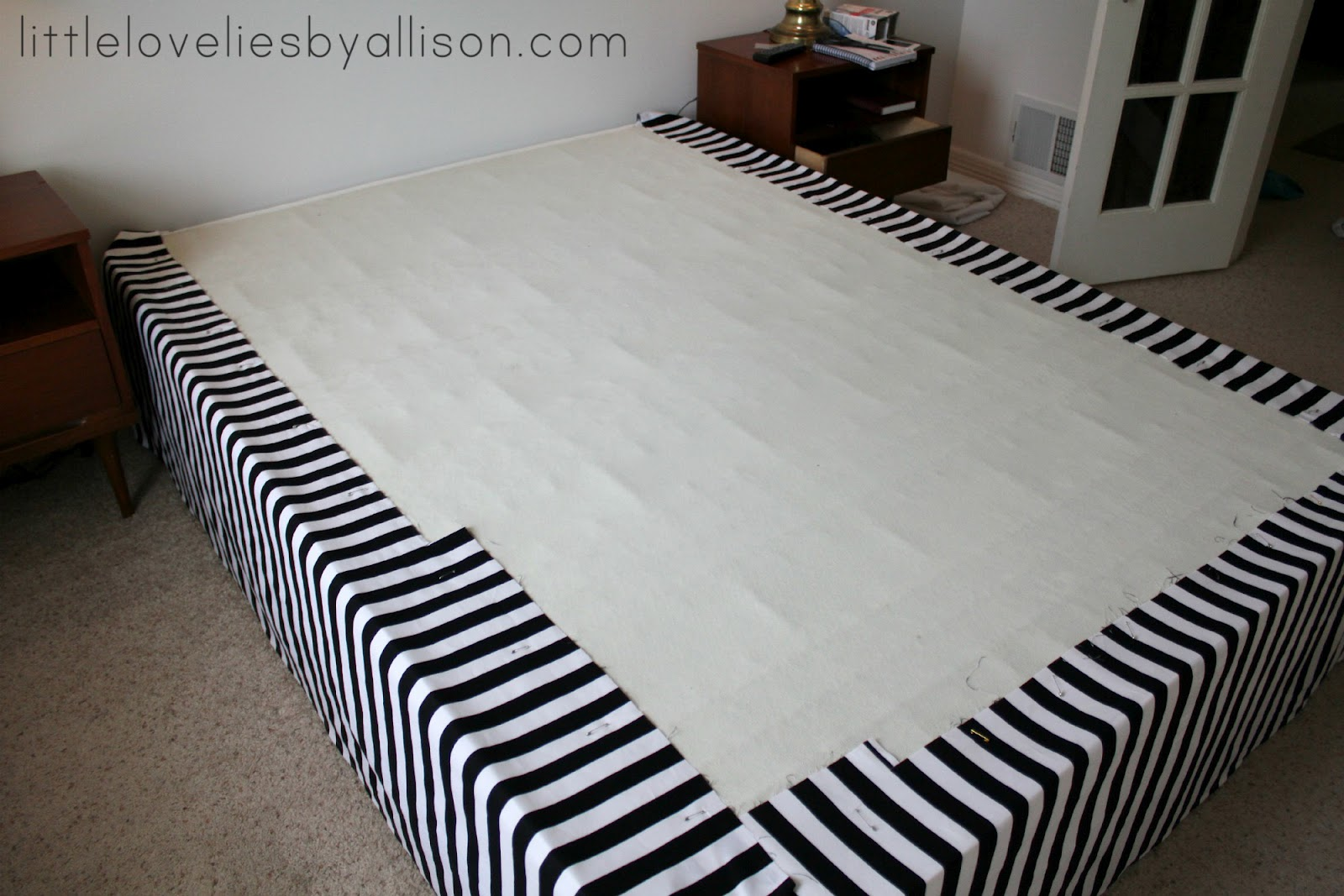 Little lovelies: tutorial: easy diy bed skirt