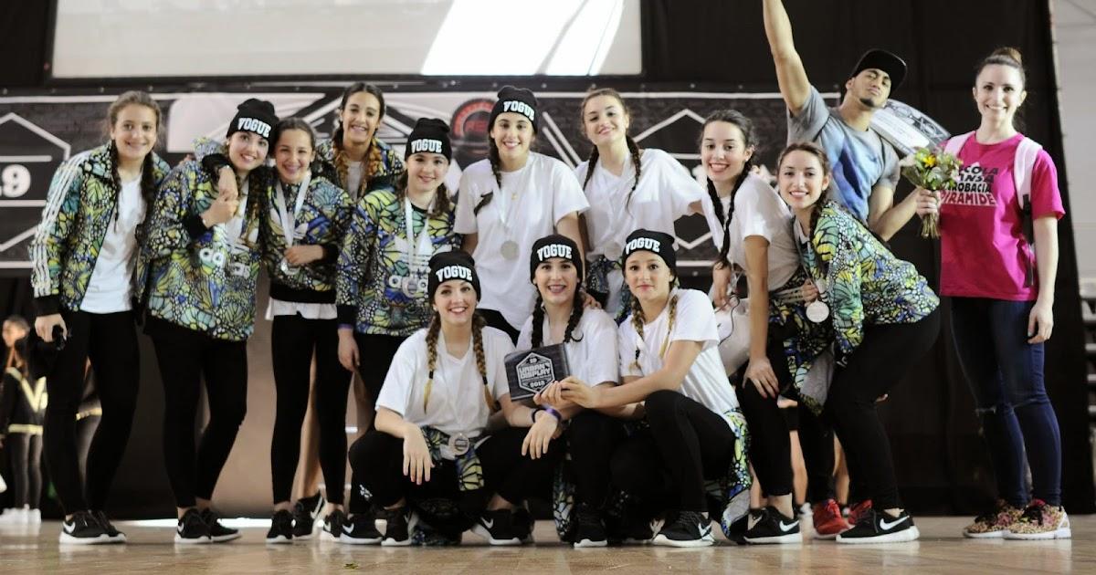 Escuela de danza y acrobacia gimnasio pir mide new for Gimnasio hospitalet