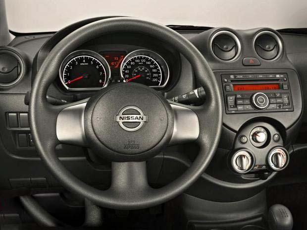 Nissan Versa 2013 - painel