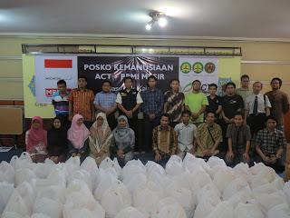 Foto Bersama Peluncuran Beasiswa dan Paket Sembako WNI Mesir