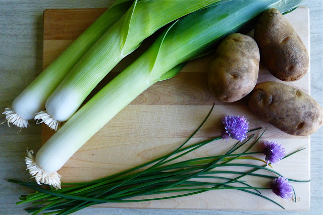 leek, leeks, potato, potatoes, chives, allium schoenoprasum, garden