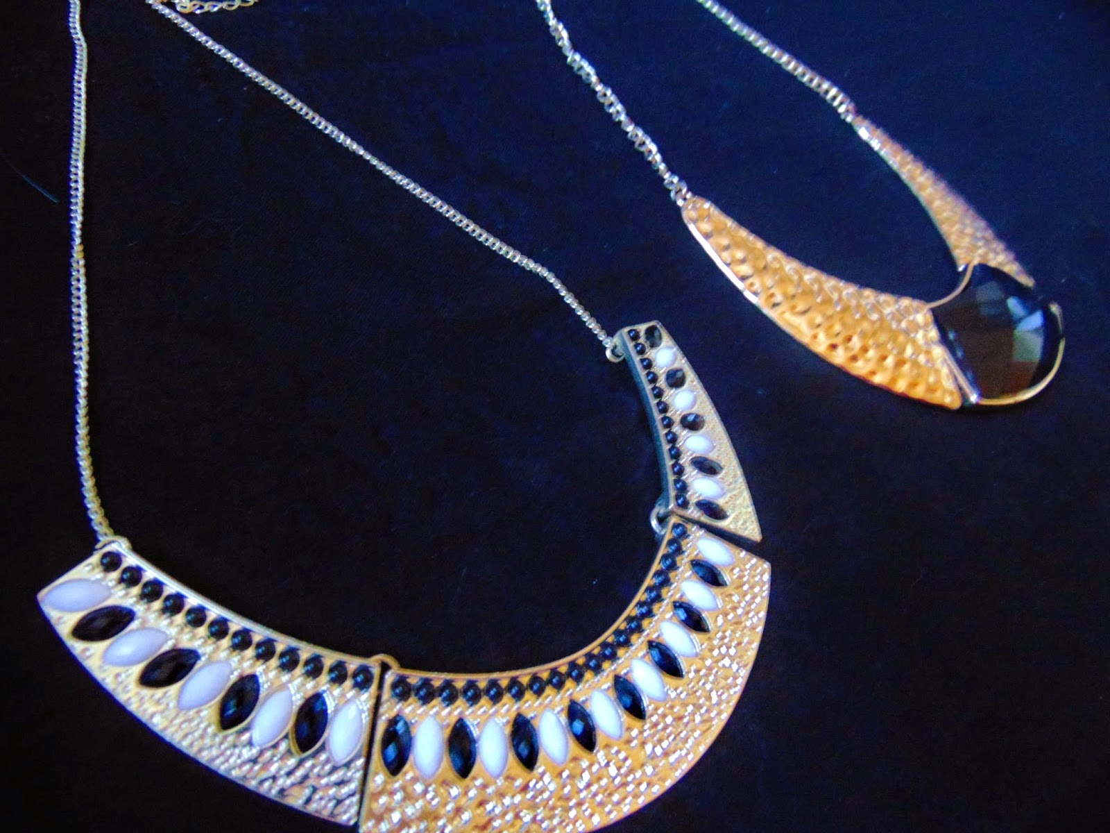 round detail necklaces