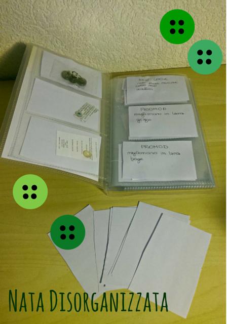 porta carte da visita per organizzare i bottoni