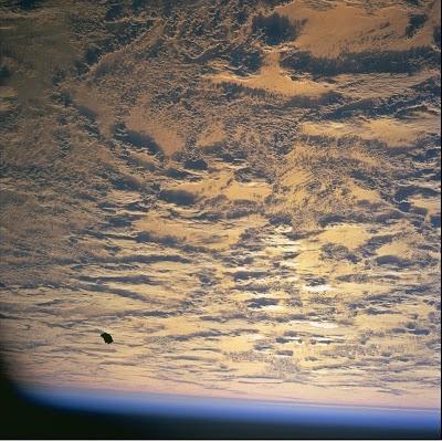 Foto-Foto UFO Detail dari NASA