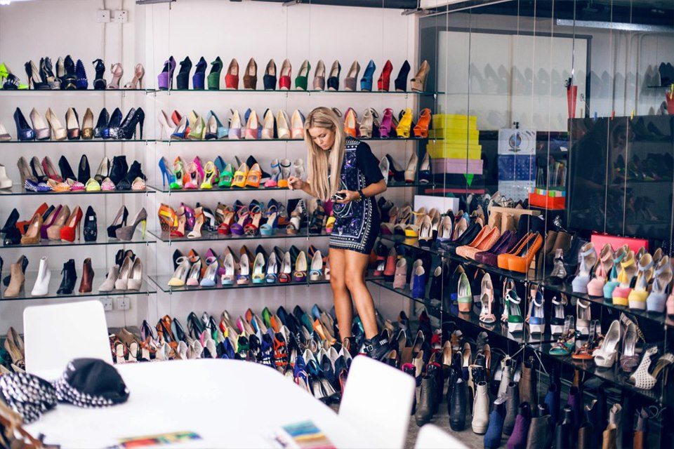 It Is A Dream Of Every Girl To Own An Amazing Closet Full Of Shoes Like The  Pic Above, I Know :D Well, Its Not A Home But The Decoration Is What ...