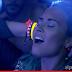 "Demi Lovato se joga na pista em ""Neon Lights"""