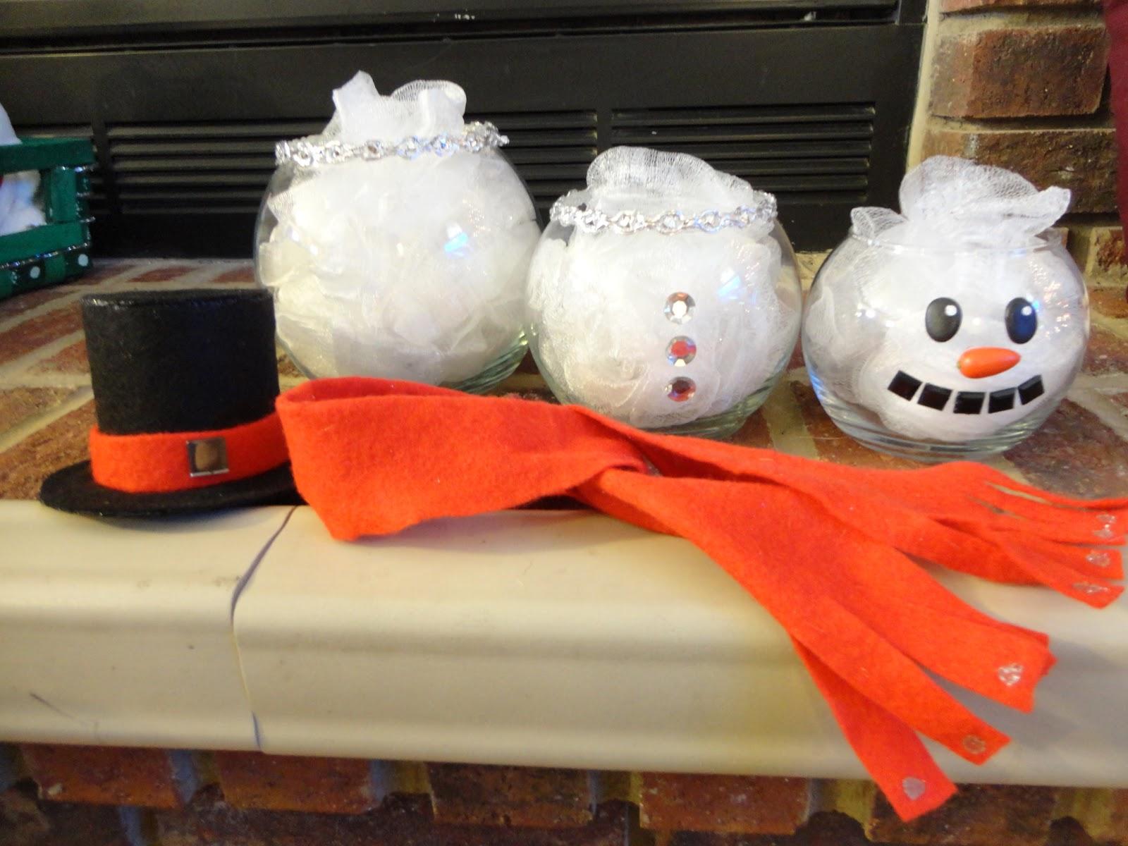 Starr 39 s crafts 39 n 39 crap fish bowl snowmen for Plastic fish bowls dollar tree