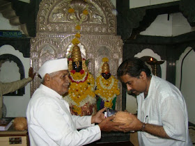 Receiving the Sant Shri Tukaram Maharaj's Abhang Gatha