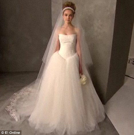 Kim Kardashian\'s Wedding Gown Copied by Vera Wang for Vera Wang ...