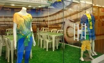 Shopping Grande Rio abre espaço para troca de figurinhas