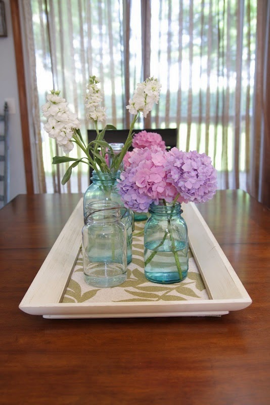 http://lemontreecreations.blogspot.com/2010/07/tray-centerpiece.html