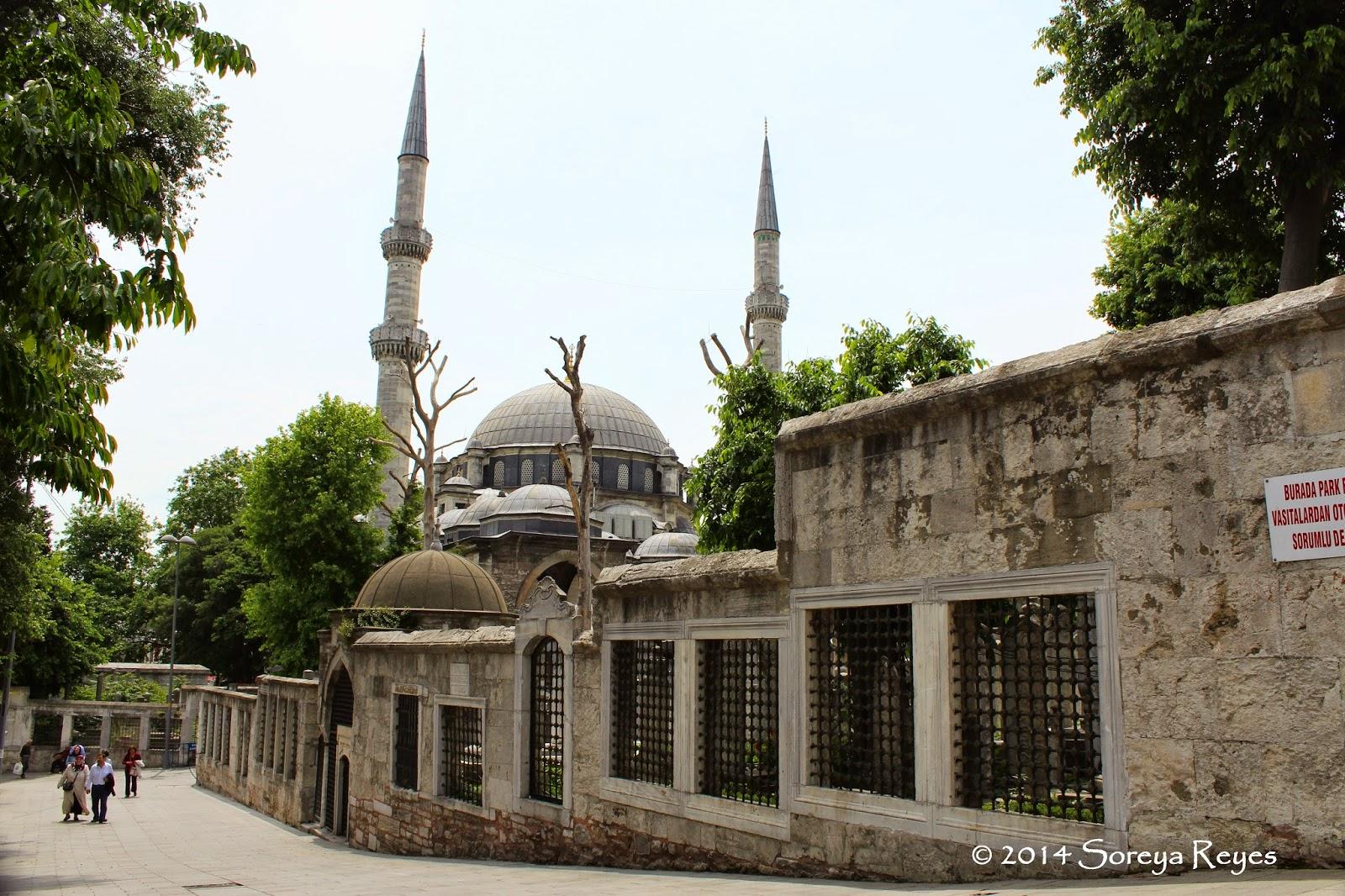 Photo Trek Istanbul: Eyüp Sultan Camii - İstanbuls Most ...