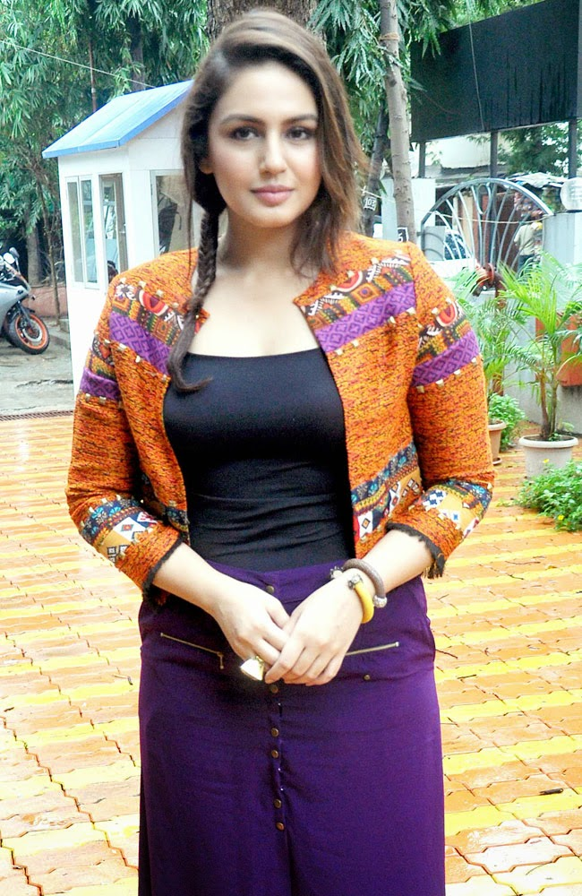 Huma Qureshi Unseen Photos 2015 - Deepika Padukone Without Clouth HD Pictures 2015 - Urmila Matondkar Body Pictures 2015