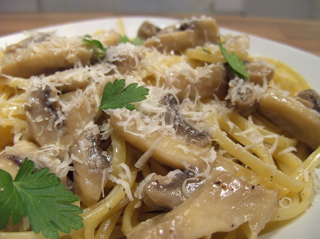 Cooking Around the World: Creamy Mushroom Pasta
