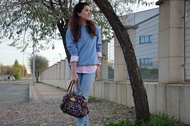 look-azul-rojo-jersey-lana-jeans-camisa-blogger-trends-gallery