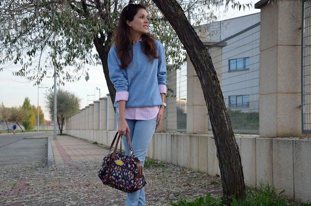 look-azul-rojo-jersey-lana-jeans-camisa-blogger-trends-gallery