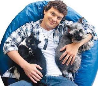 Oscar López Arias y sus mascotas