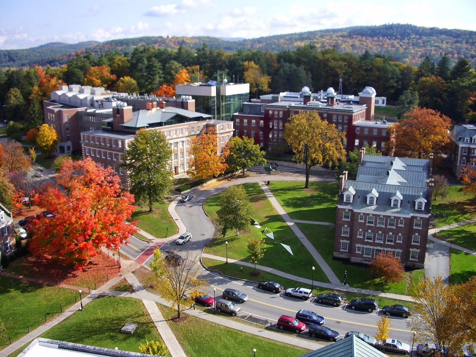 Difference between a 4- year college and a university?