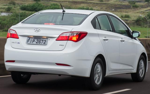 Hyundai HB20S sedan - branco - traseira