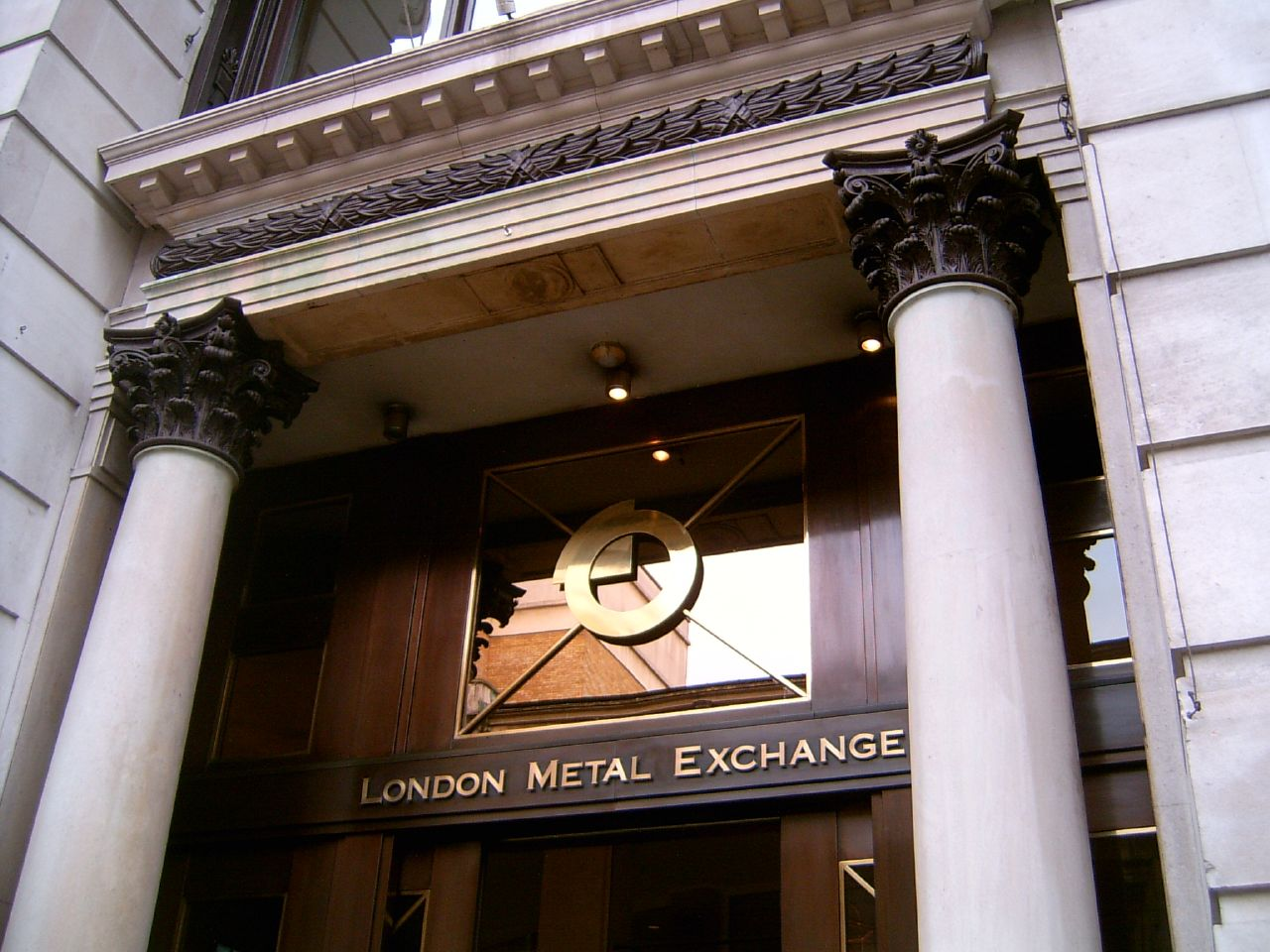 london metal exchange Every metal traded on the lme must conform to strict specifications regarding quality, lot size and shape each lme tradeable contract is likewise governed by rules covering (but not limited to) prompt dates, settlement terms, traded and cleared currencies and minimum tick size.