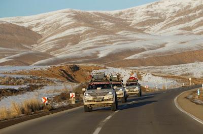 Foto Fortuner SUV Terbaik di gurun pasir