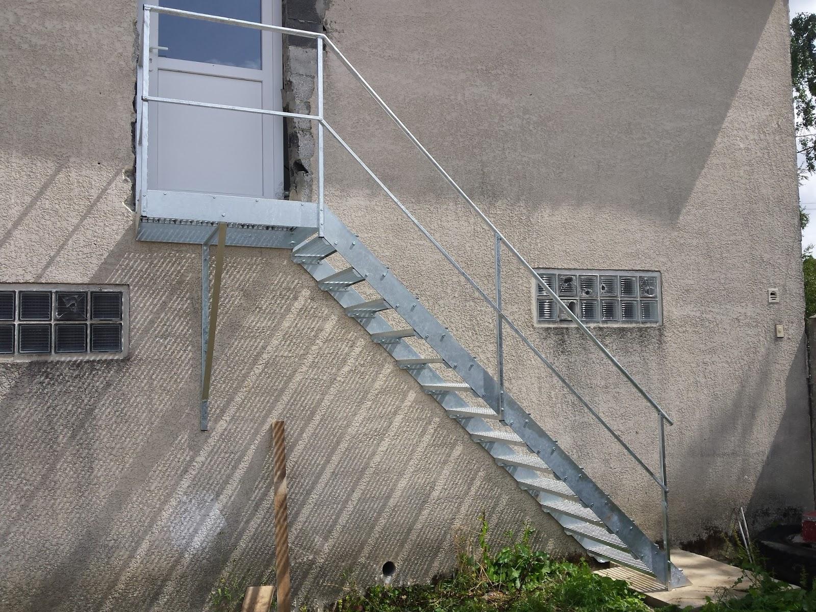 Blog de la maison de l 39 imaginarium l 39 ambiance factory for Prix escalier exterieur en acier galvanise