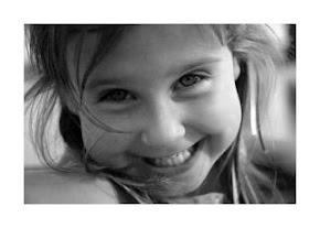 Por tener siempre esa sonrrisa ;)