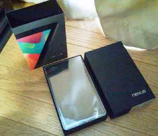 箱から取り出した Nexus 7(2012)