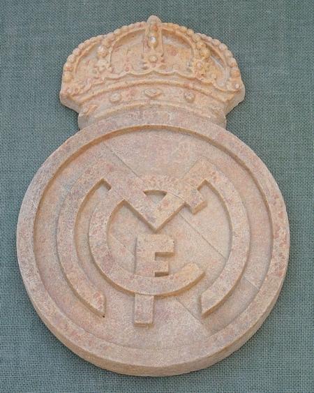 Escudos de f tbol con piedra artificialher ldica y - Piedra artificial barcelona ...