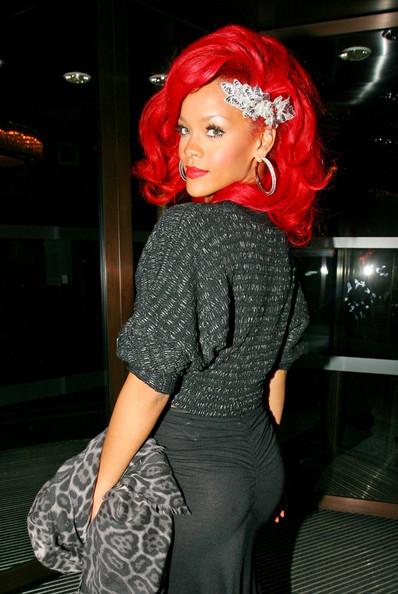 rihanna hair 2011. Rihanna Hairstyle 2011,Rihanna